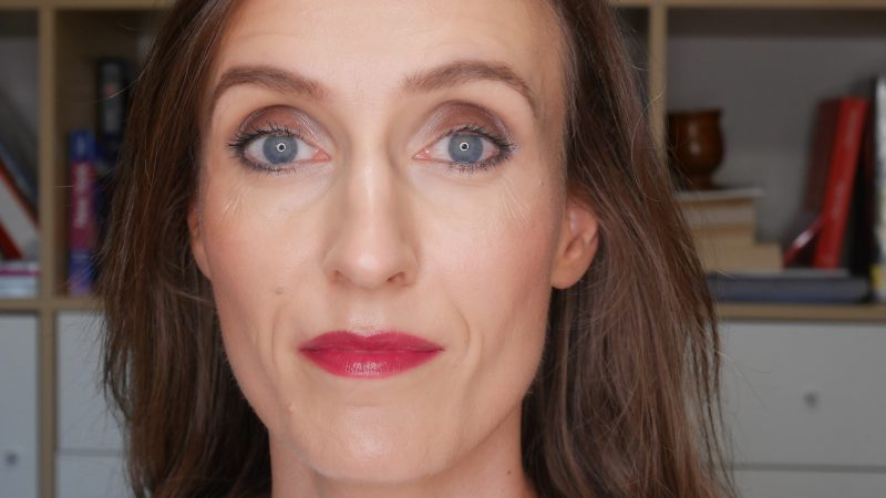 maquillage rentree levres prune yeux taupe
