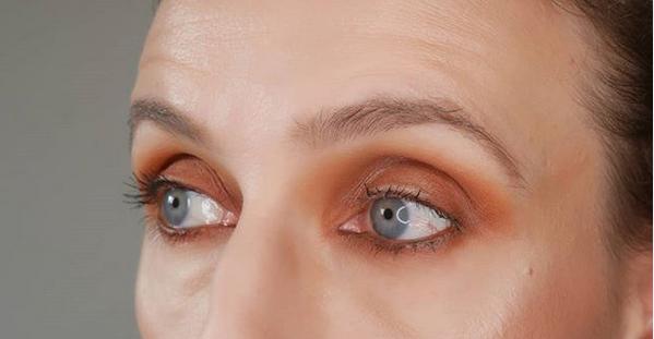 maquillage des yeux ombre à paupière brun orange